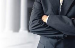 NOTAIRES, HUISSIERS DE JUSTICE ET COMMISSAIRES-PRISEURS JUDICIAIRES. Les conditions d'accès à la profession sont aménagées.